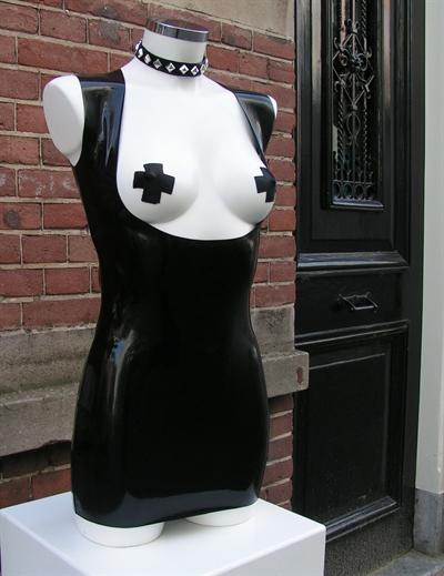 JURK BELIZA 1, jurk van datex blote borsten en sieraad