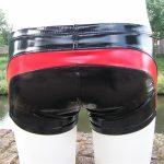 Lak-short-zwart-met-rood-heren-benno-von-stein-2
