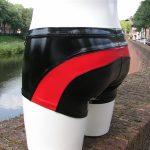 Lak-short-zwart-met-rood-heren-benno-von-stein